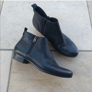Munro Lexi left ankle boot black flat low heel